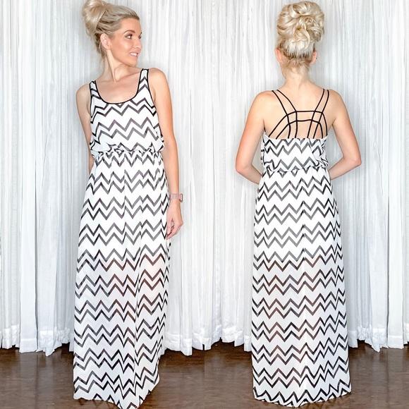 Dresses & Skirts - Black White Chevron Maxi Dress